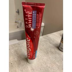 Colgate Optic White Advanced Teeth Whitening Toothpaste
