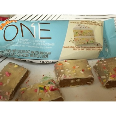 oh yeah ONE protein bar (birthday cake flavour)